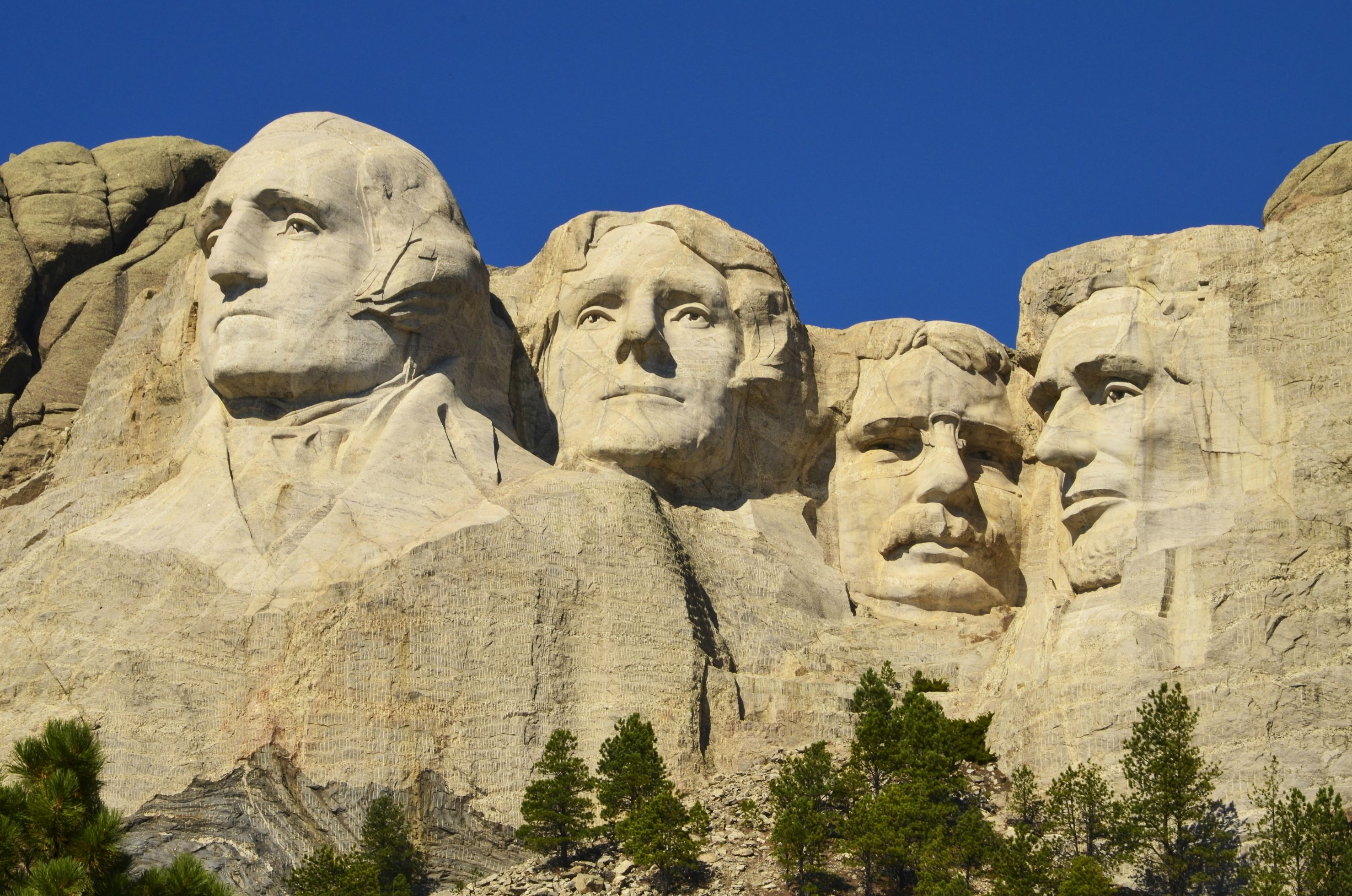 These 9 famous landmarks look amazing until you zoom for 3 famous landmarks