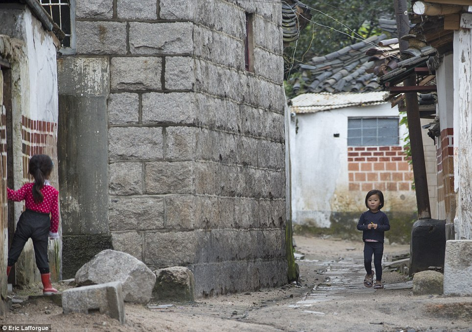 North Korean children photographed by Eric Lafforgue.