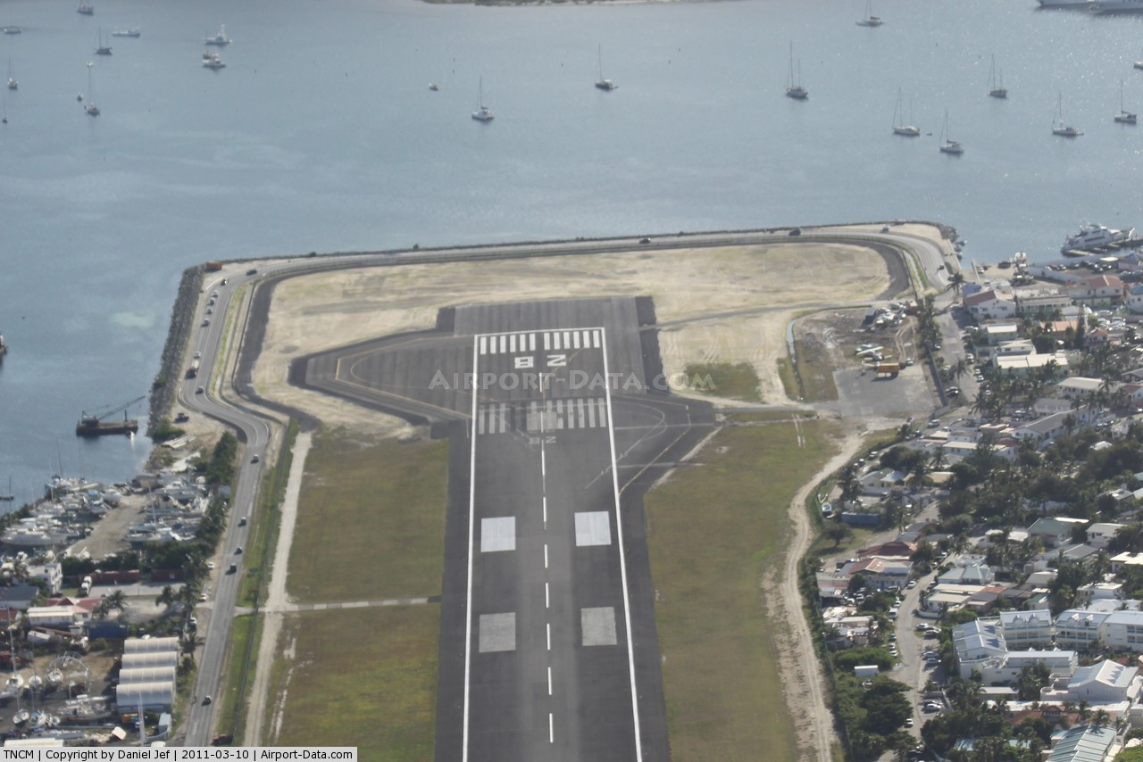 Here Are 12 Of The The Scariest Airport Runways. I Won't Be Going There Anytime Soon.