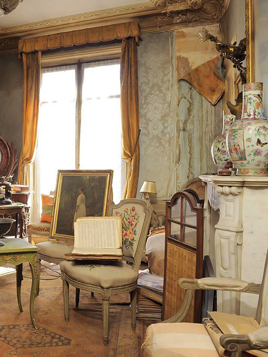 This Apartment Worth Millions Was Discovered 68 Years After Being Abandoned. No One Has Been Inside Until Now.