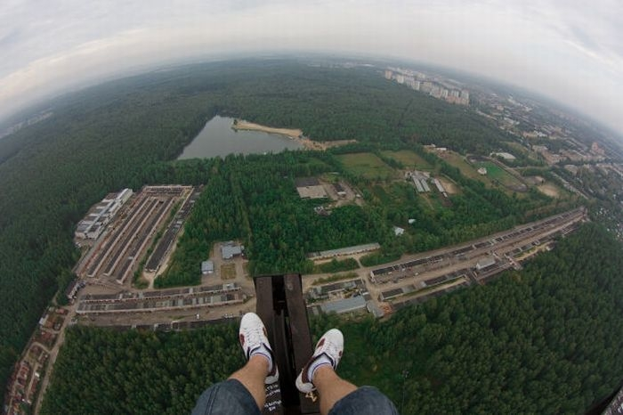 If You're Scared Of Heights, This Extreme Trend Is Not For You.