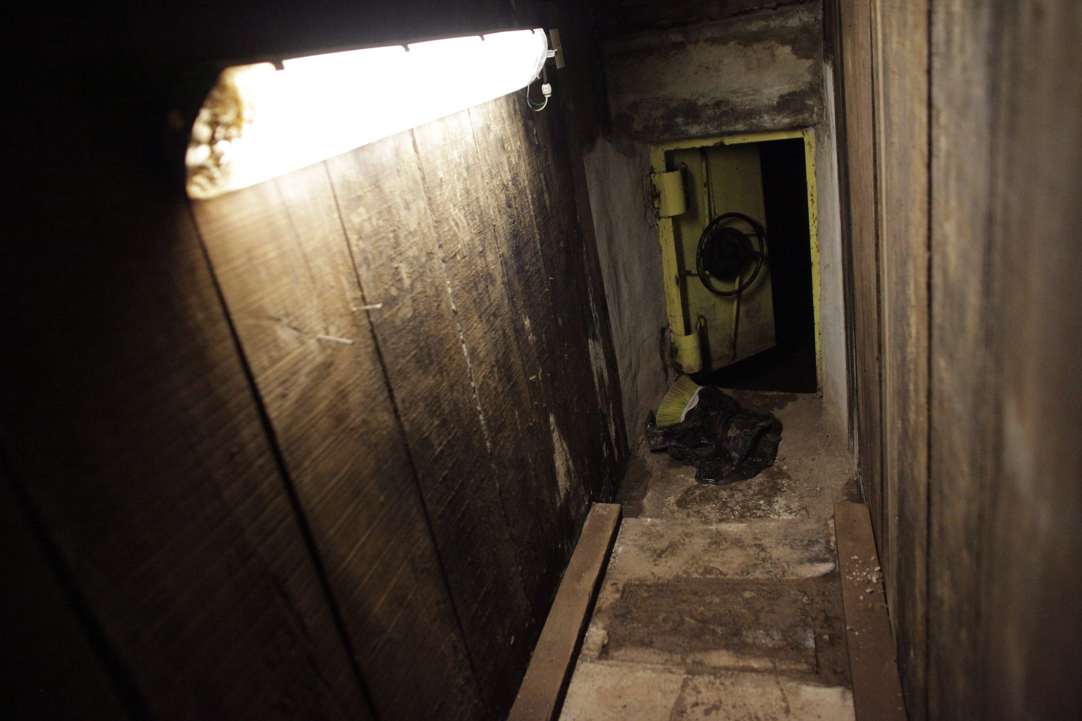 """Joaquin """"El Chapo"""" Guzman secret escape tunnels"""