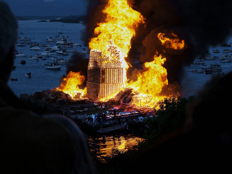 People Stack Thousands Of Pallets And Create The Worlds Largest Bonfire
