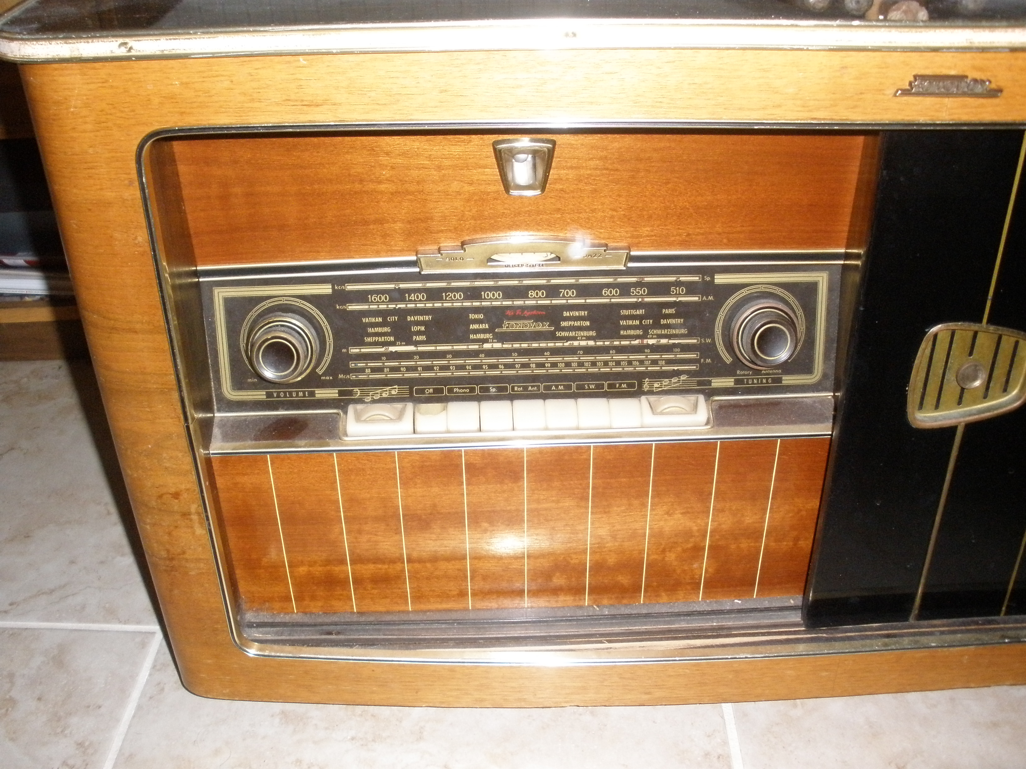 This Guys Old Radio Cabinet Just Stopped Working. So He Turned It Into  Something Brilliant.